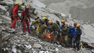 Rescuers search for survivors in a flattened building in Mexico City. Photo: 21 September 2017
