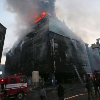 Nhiều người đã được cứu thoát từ sân thượng của tòa nhà