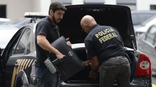 Polícia Federal apreende computadores na operação Lava jato no Rio