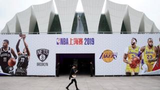 洛杉磯湖人與布魯克林籃網原本訂於10月10日和10月12日在上海對決