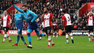 Olivier Giroud égalise pour Arsenal à Southampton.