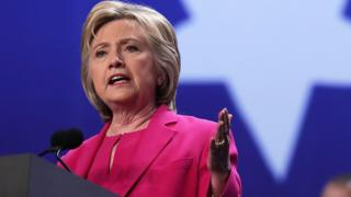 Hillary Clinton ha enfrentado críticas por el uso de sus cuentas personales de correo electrónico para manejar información sensible del gobierno.