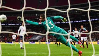 Tottenham ta sharara wa West Ham kwallaye