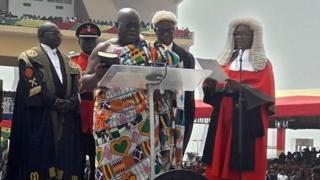 Le nouveau président Ghanéen Nana-Akufo-Addo prêtant serment à Accra