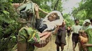 Kumannaan qaxootiga Rohingya oo u qaxaya Bangladesh