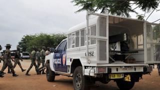 Un déploiement de militaires et de policiers à la prison de Maca (Abidjan) après une tentative d'évasion en 2015 (illustration)