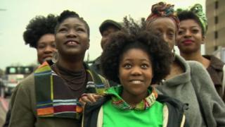 Lekia Lee campagne en faveur du cheveux afro en Angleterre