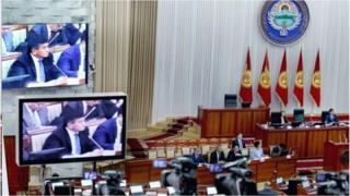Бакыт Төрөбаев жана Темир Сариев президенттик шайлоого бара турганын расмий билдирген алгачкы саясатчылар болду