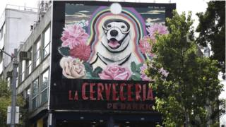 View of a large mural paint (R) in honour to Frida, the Mexican Navy's rescue dog in Mexico City on October 10, 201