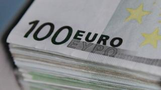 Euro notes are seen at the Belgian Central Bank in Brussels October 26, 2011.