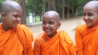 Sri Lanka Buddhist nuns