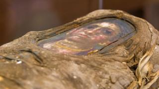 Retrato fixado sobre a múmia