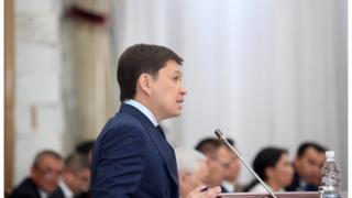 Сапар Исаков 40 жашта, ал Кыргызстан тарыхындагы эң жаш премьер-министр болуп калды