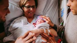 مادر ماتیو با پیشنهاد حمل نوزاد در رحمش همه را شگفتزده کرد