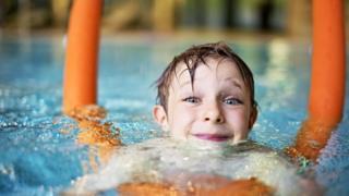 Многие из нас научились плавать в детстве