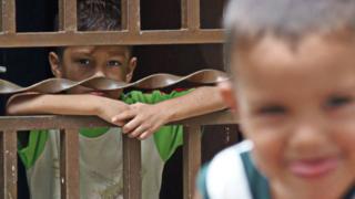 Niño encerrado (Foto: Henner Vieras)