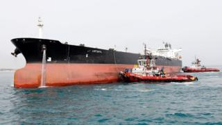 أدت العقوبات على صناعة النفط الإيراني إلى هبوط حاد في اقتصاد الدولة