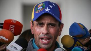 Henrique Capriles habla con la prensa en Venezuela en marzo de 2017