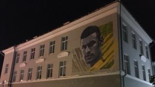 Prédio com grafite do Neymar
