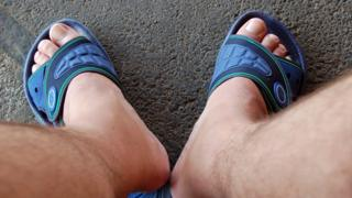 ноги в сандалиях