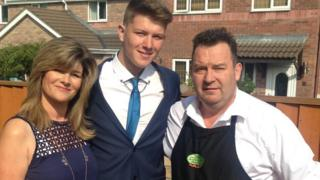 Ryan Bowen with his mum Samantha and dad Andrew