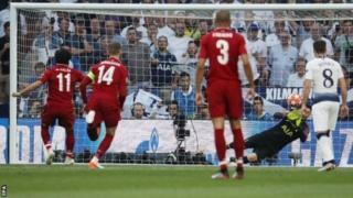 Mohamed Salah (15) ayaa noqday ciyaar yahankii Liverpool ee ugu gool dhalinta badnaa Steven Gerrard (21) kaddib.