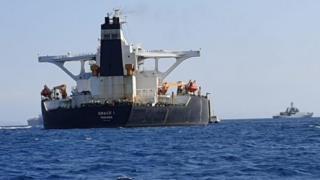 ناقلة ناقلة النفط الإيرانية في عرض البحر، والتي يشتبه بأنها كانت متجهة بحمولتها من النفط الخام إلى سوريا