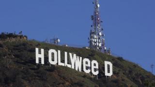 李山上的好萊塢標誌被改成「Hollyweed」