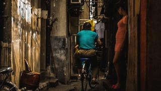 Prostitute in a Shanghai back alley (credit: Lei Han)