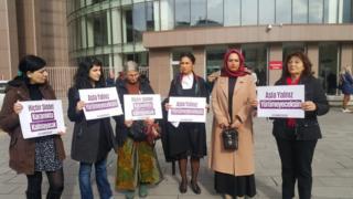 Merve Tula ve ona destek olan kadınlar