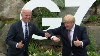"""АКШ президенти Жо Байден менен Британиянын премьер-министри Борис Жонсон """"Чоң жетилик"""" саммитинде."""