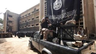 تلقى مجندو تنظيم الدولة تدريبا واعتنقوا أفكارا متطرفة، ومن شأن ذلك أن يشكل خطرا على المناطق التي سيستقرون فيها.