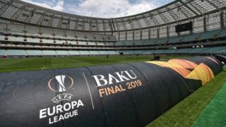 Bakü'nün 60 bin kapasiteli Olimpiyat Stadı'nın yalnızca yüzde 10'u Arsenal ve Chelsea taraftarlarına ayrıldı