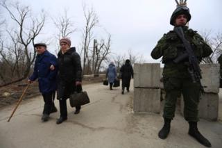 Бойовики не припиняють обстрілів у районі Станиці Луганської, заявляє українська сторона