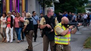 Policiais foram mobilizados em grande número para buscar autores de ataque