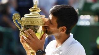 Avec la victoire à Wimbledon, Djokovic passe de la 21e à la 10e place mondiale, avec 13 trophées majeurs dans son palmarès.