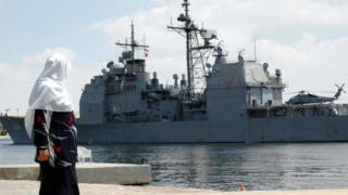 USS Hue City tại Kênh đào Suez năm 2006: chiếc tàu hoạt động nhiều ở Trung Đông và châu Âu