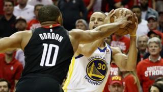 Eric Gordon prend le dessus sur Steph Curry