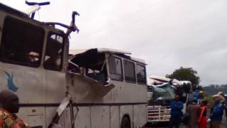 Plusieurs bus d'une agence de voyage ont été détruits