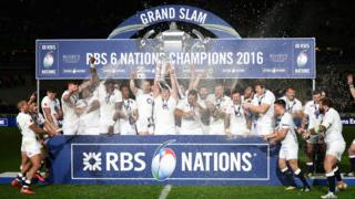 England lifting Six Nations trophy in 2016