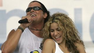 Carlos Vives and Shakira during concert for peace in Colombia, 20 July 2008