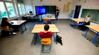 science social distancing in classroom
