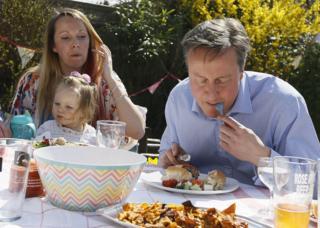 David Cameron has a bite to eat