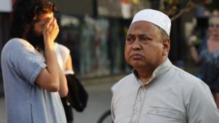 फिन्सबरी पार्क मस्जिद में मौजूद मुस्लिम