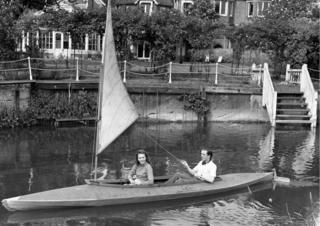 Richard Attenborough and Carol Marsh in a boat