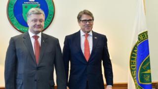 Президент Петро Порошенко обговорив із міністром енергетики США Ріком Перрі можливість поставки в Україну зрідженого газу зі США.
