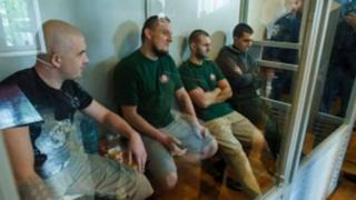 """Підозрювані активісти """"Правого сектору"""" у залі суду"""