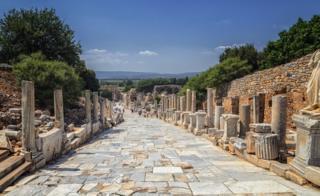 现在土耳其境内的以弗索城外一条罗马古道An old roman road in Ephesus, in today's Turkey