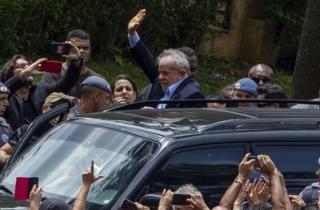 Vazamento de diálogos, mortes na família, entrevistas: o que aconteceu com Lula durante o tempo na prisão