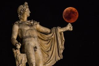 Atina'daki Apollo tanrısı heykeli